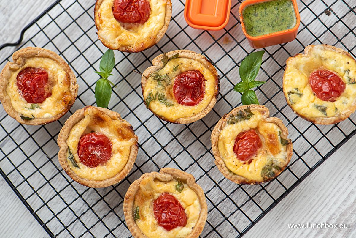 Lunchbox Recipes Италиански тарти с босилек