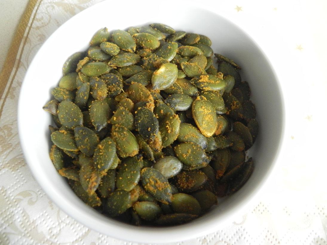 печени тиквени семки с куркурма