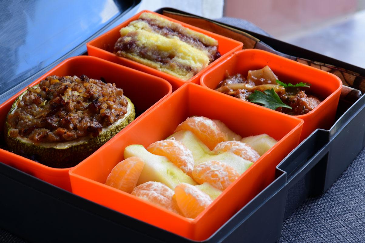 Lunchbox menu_пълнени тиквички с елда