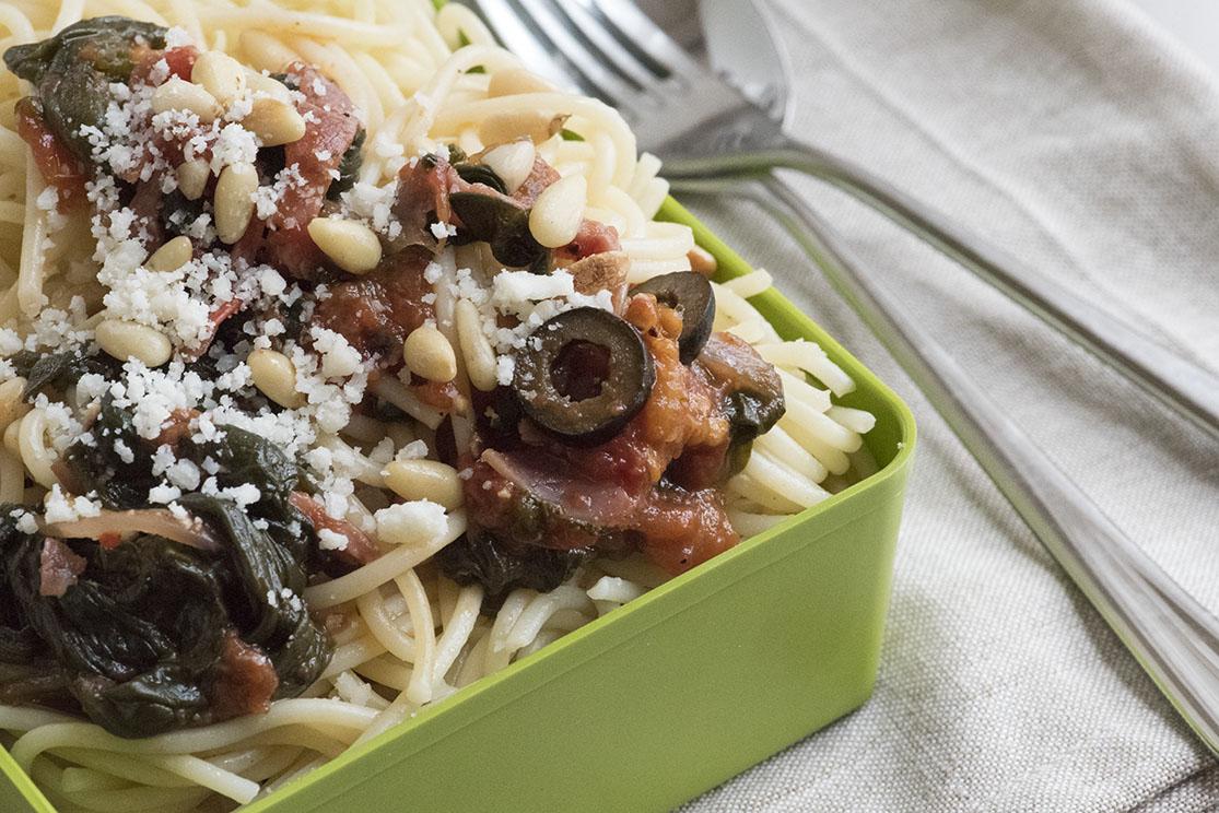 Спагети със спанак и кедрови ядки