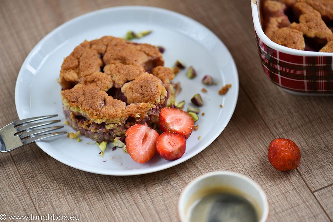 strawberry crumb tart