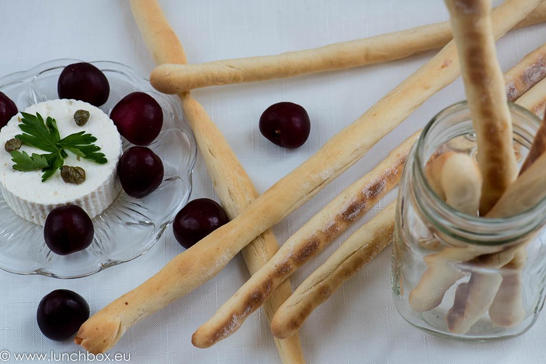 Хрупкави хлебни пръчици с пармезан