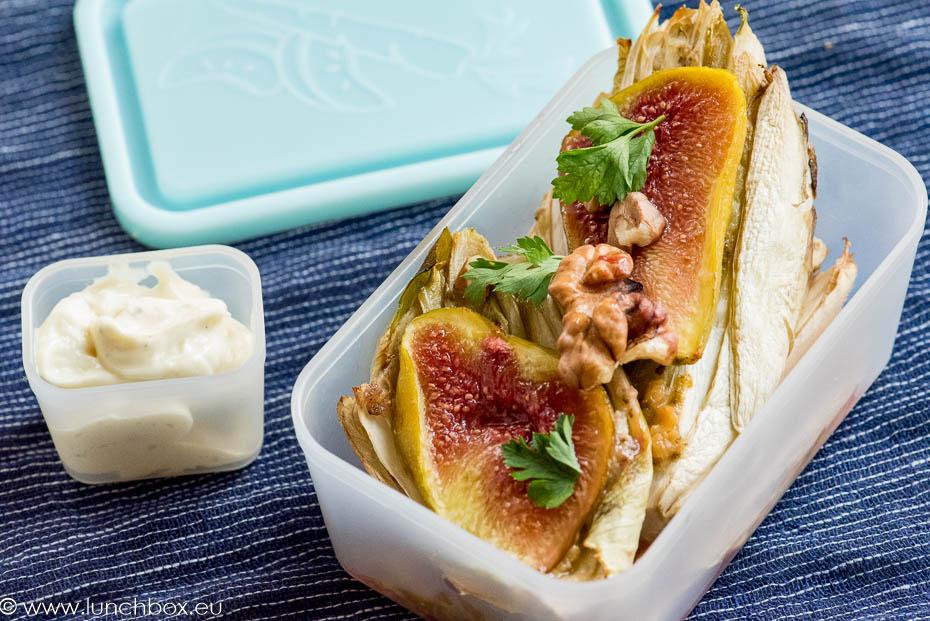 Топла салата с цикория, смокини и орехи