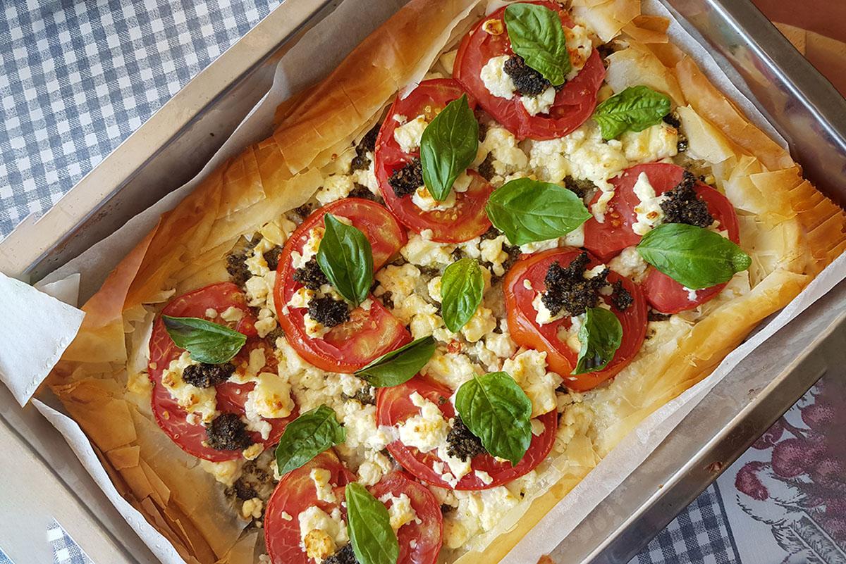 Бърза лятна тарта с домати и сирене