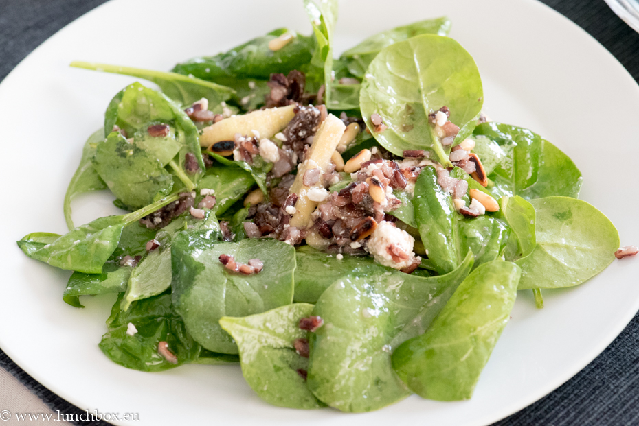 Spinach and wild rice with apple