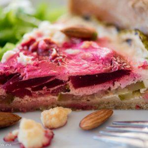 Тарта с червено цевекло и тиквички