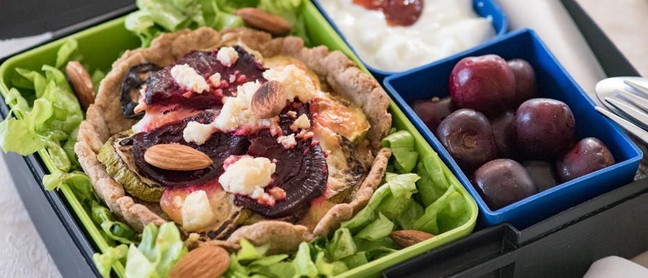 Lunchbox menu с червено цвекло