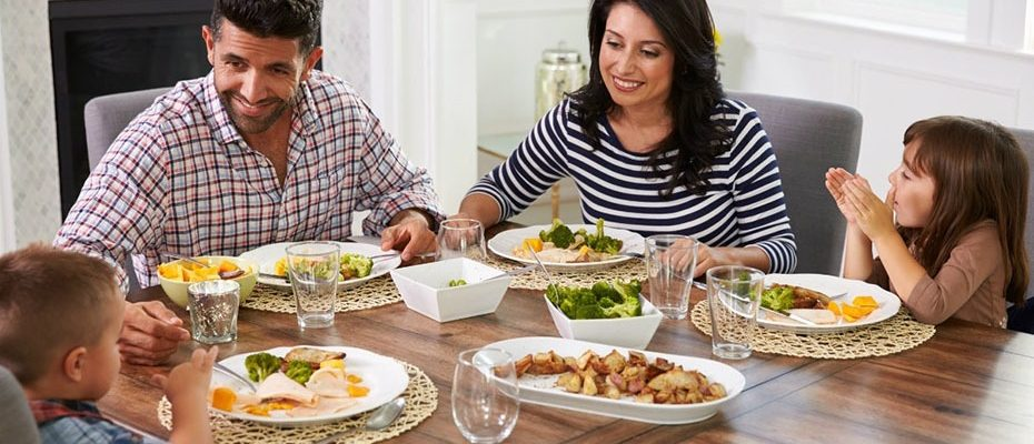 Семейното хранене