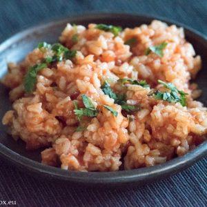 червен ориз с домати