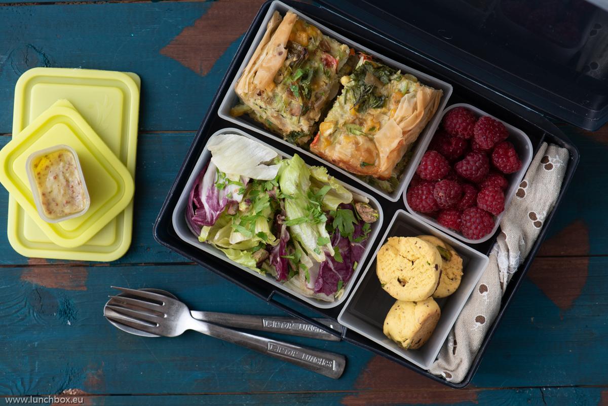 Lunchbox menu киш сштиквички