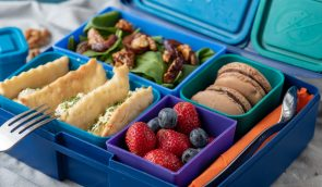 Lunchbox menu berry sandwich