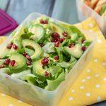 Зелена салата с нар и авокадо