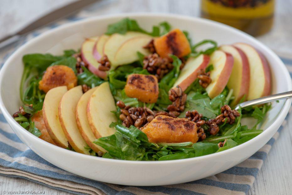 Lunchbox салата с рукула и ябълки