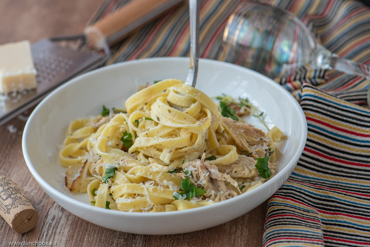 Tagliatelle with chicken and herbs
