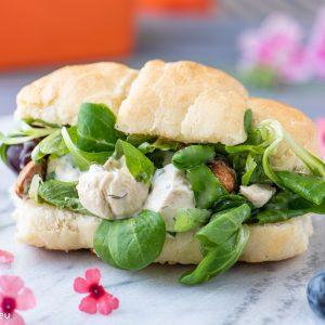 ек сандвич с пилешка салата